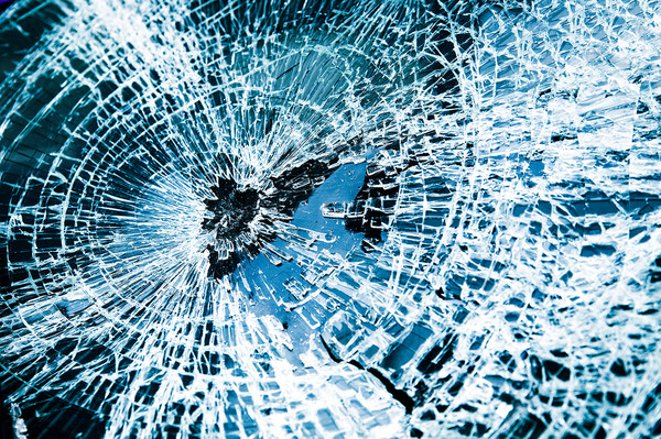 Broken-Car-Windshield-Tint-Blu-4396620_copy_grande