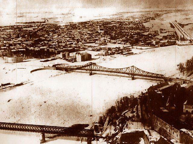 Avionski snimak Novog Sada sa starim mostovima
