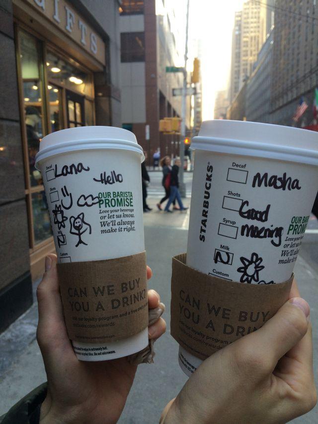 Svako jutro Lana i Masa pre posla idu na kafu gde ljubazni    Starbaks zaposlenici im napisu neku simpaticnu poruku ili crtez