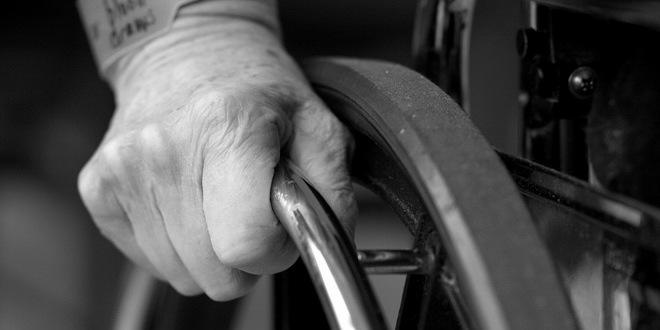 stariji-invaliditet-kolica-briga-nega-negovanje-staracki-domovi-sxc-hu-jpg_660x330