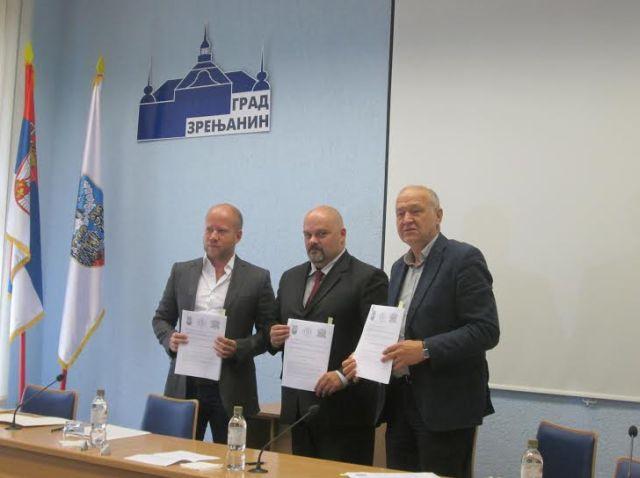 Potpisivanje sporazuma o saradnji: Vladimir Gogoljev, direktor Levi9; Čedomir Janjić, gradonačelnik Zrenjanina; Milan Pavlović, dekan Tehničkog fakulteta