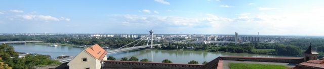 pogled na dunav sa bratislavske tvrdjave