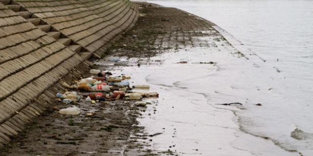 smece-otpad-reke-zagadjenje-zagadjivanje-ekologija-flase-boce-plastika-ekosistemi