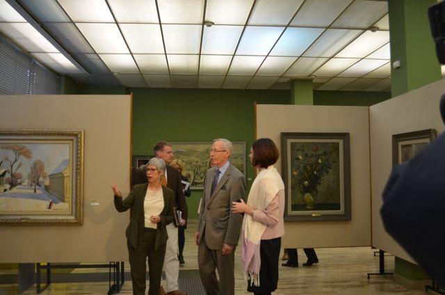 Dr Jasna Jovanov sa ambasadorom SAD Majklom Kirbijem u stalnoj postavci SZPB