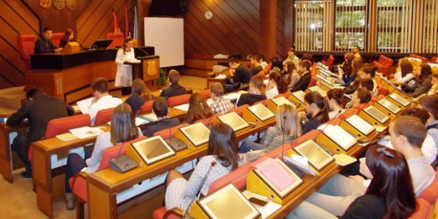 omladinski-parlament-ns