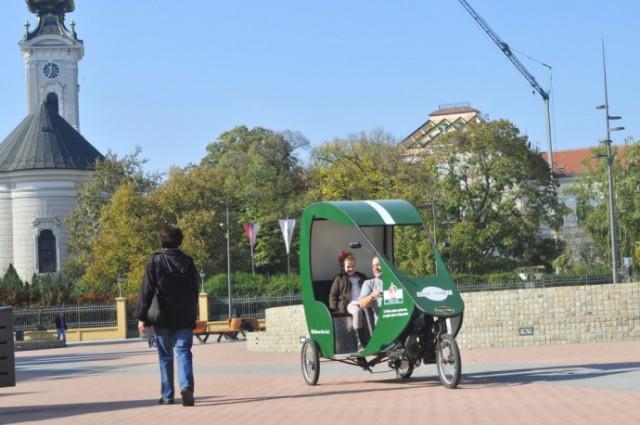 Novi-Sad-326-Biciklisticki-taksi-Ciklotron-foto-Robert-Getel_1000x0-690x458
