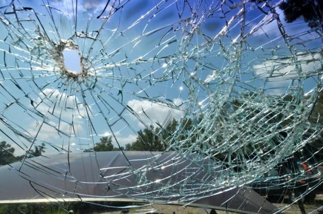 cracked-windshield-repair_full