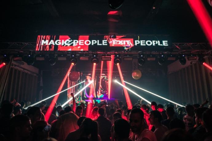 8163-magic-people
