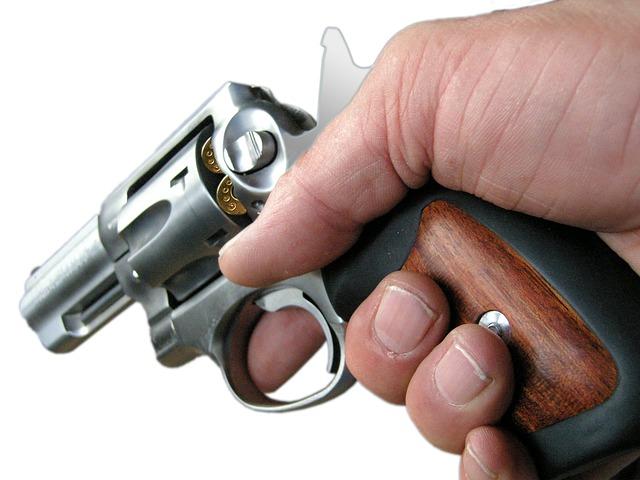 revolver-982973_640