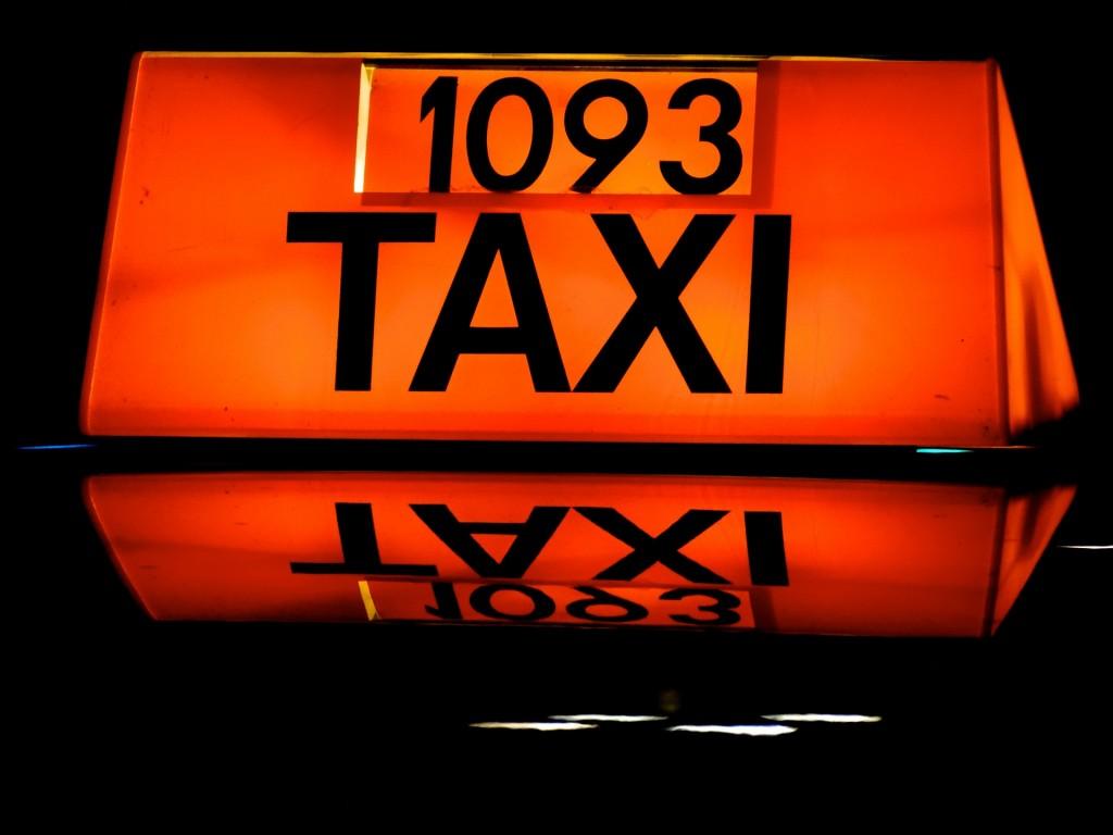 taxi-474199_1920