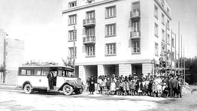 Autobus u gradskom saobraćaju 30-te godine prošlog veka