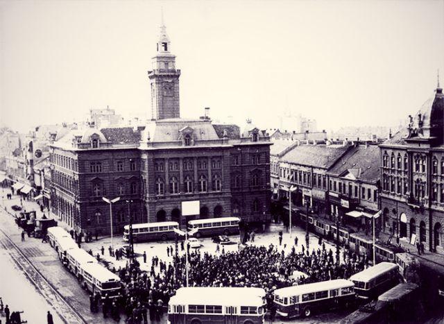 Svečana zamena tramvaja autobusima u centru Novog Sada 1958. godine