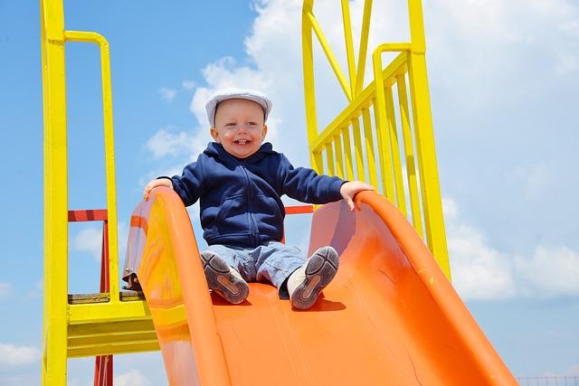 playground-855703_640