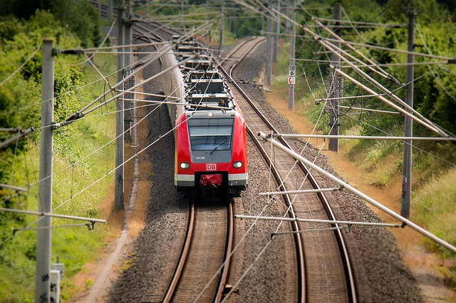 train-797072_640