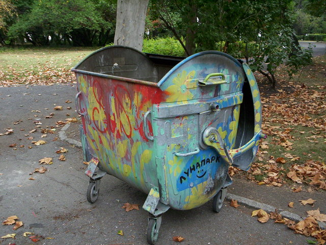 garbage-can-1510259-640x480
