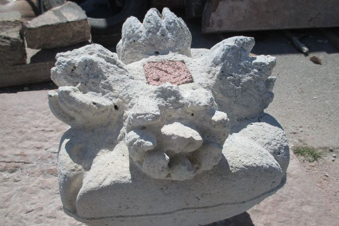 9909-5756905472f2f-spomenik-porodici-cenezi-1