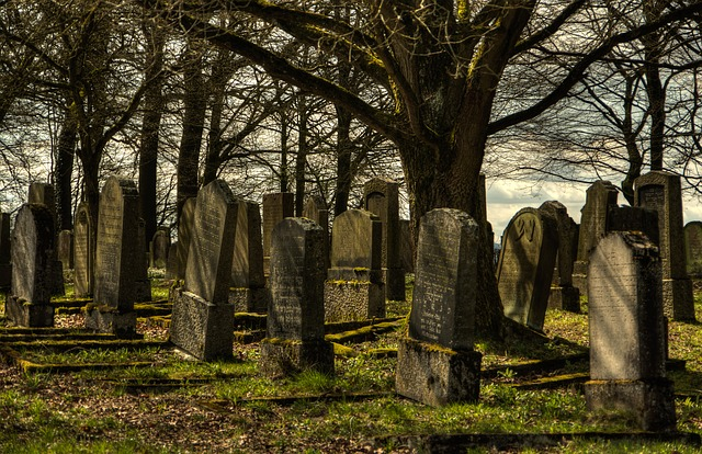 jewish-cemetery-1097409_640