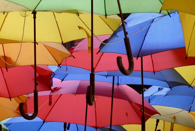 umbrellas-1689757_640